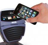 Klienci MultiBanku i mBanku zapłacą zbliżeniowo iPhonem